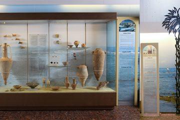 לובי הכניסה לעיריית עכו – תצוגה ארכיאולוגית